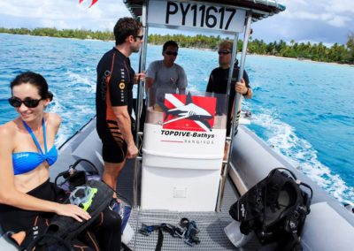 Départ pour une première plongée découverte avec Topdive